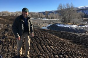 Latt talks about the lates at the Pete's Pond dig site. Dubois WY November 2017